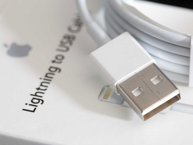 Какими кабелями нельзя заряжать iPhone. Это опасно!
